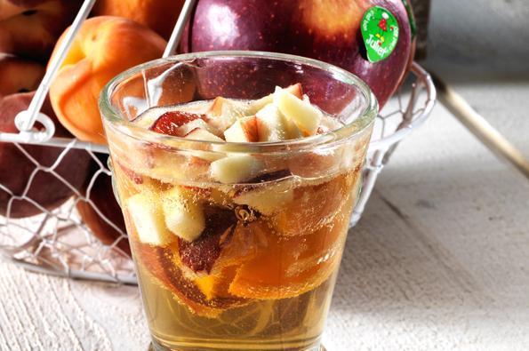 Cocktail de pétillant aux pommes Juliet® et abricots
